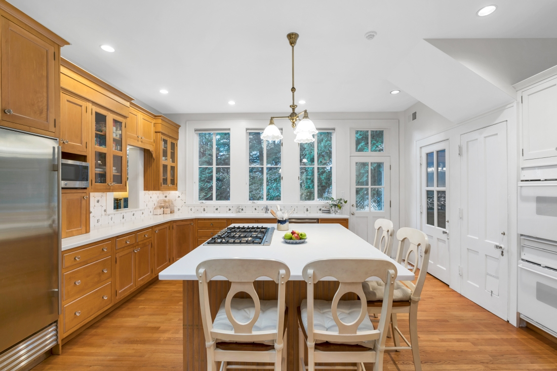 Mary Stuart Freydberg hosts an Open House at 150 Riverside in Riverside, CT